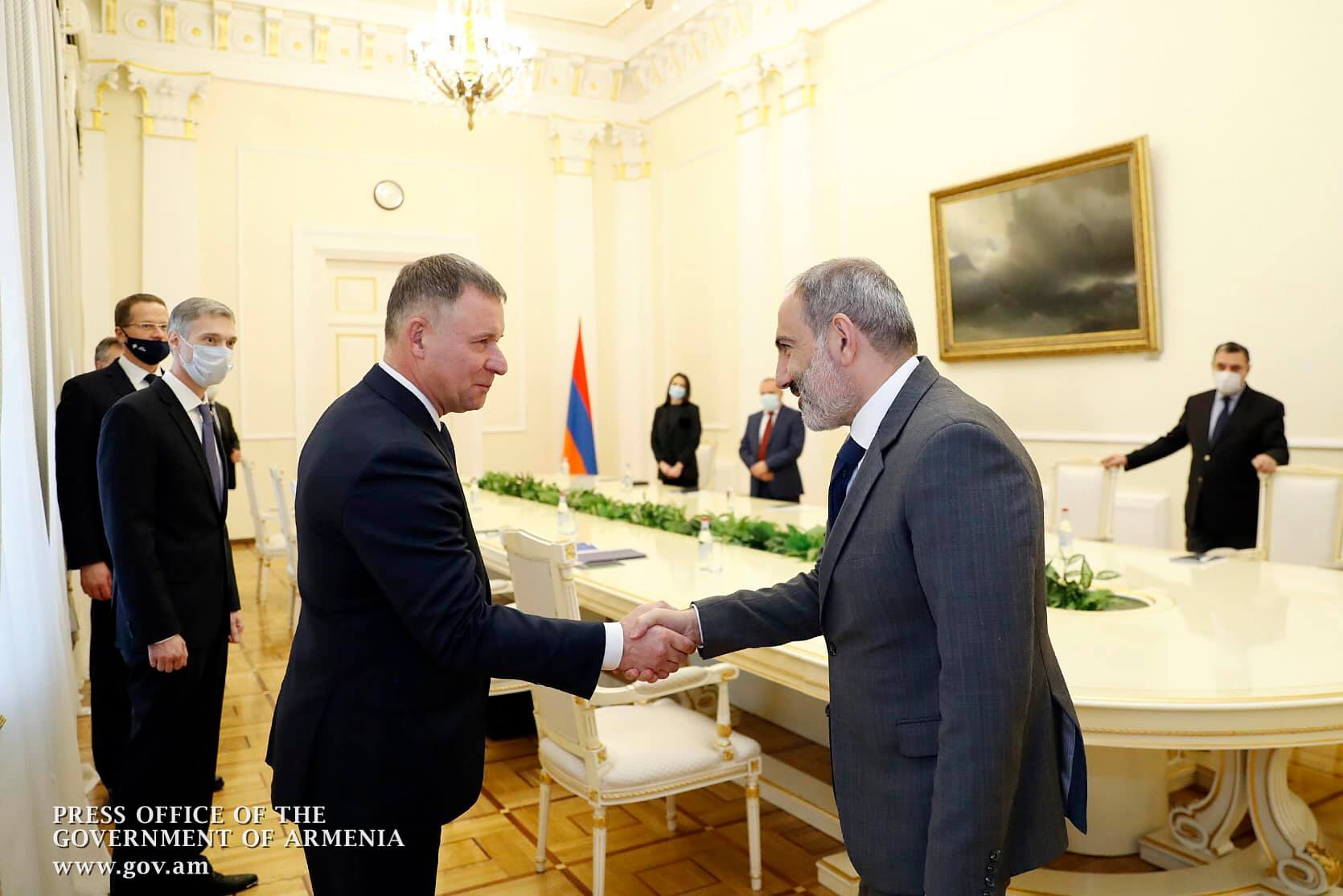 Photo of Премьер-министр Армении принял главу МЧС РФ