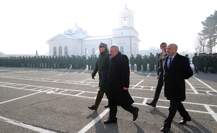 Photo of ՊՆ ղեկավարն ընդգծել է ՀՀ-ում տեղակայված ՌԴ ռազմակայանի դերն ու նշանակությունը տարածաշրջանում անվտանգության ապահովման համատեքստում