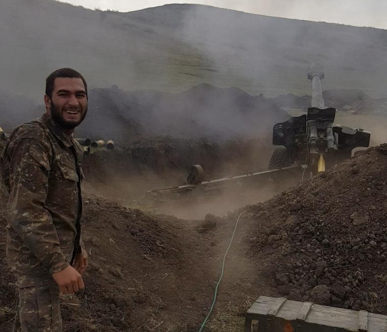 Photo of «Կարծես մի քանի ճերմակ մազեր հայտնվեցին, դե դա էլ հետք կմնա պատերազմից…». Ռ. Թադևոսյան