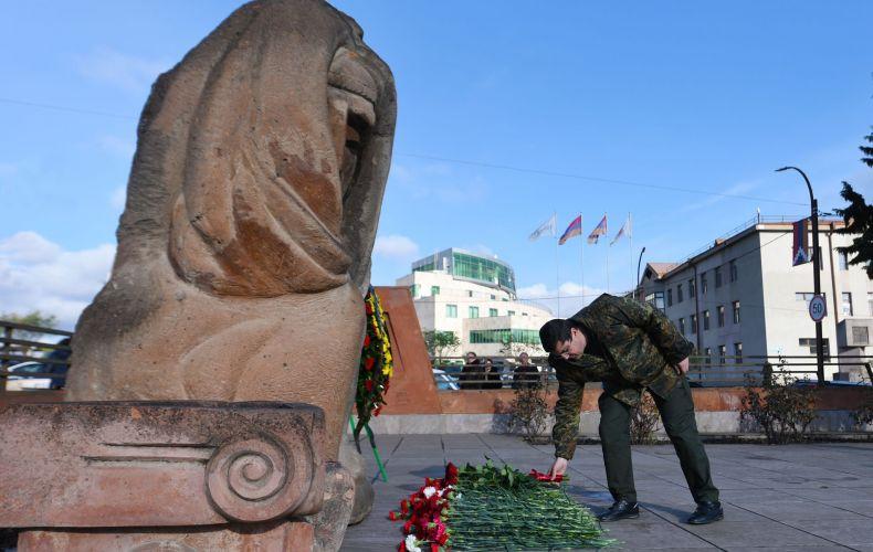 Photo of Արայիկ Հարությունյանը հարգանքի տուրք է մատուցել Սպիտակի երկրաշարժի անմեղ զոհերի հիշատակին