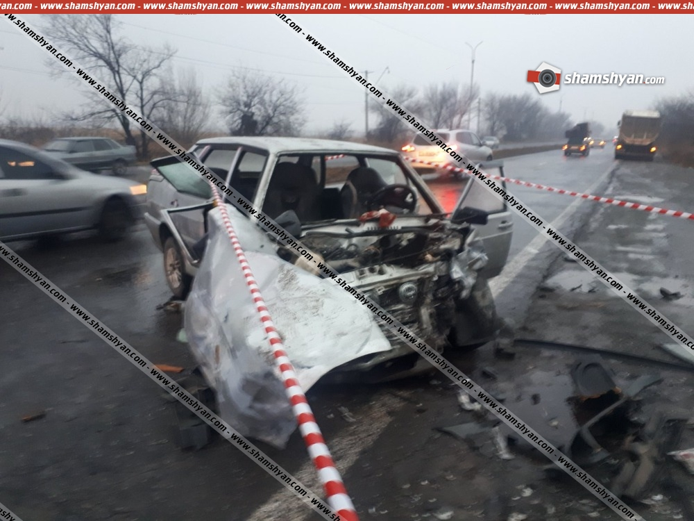 Photo of Խոշոր ավտովթար Արմավիրի մարզում. բախվել են BMW-ն ու ВАЗ 221015–ը. կա 4 վիրավոր