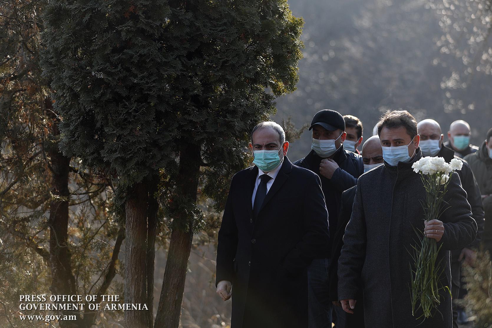 Photo of В Тавушской области премьер-министр почтил память павших героев
