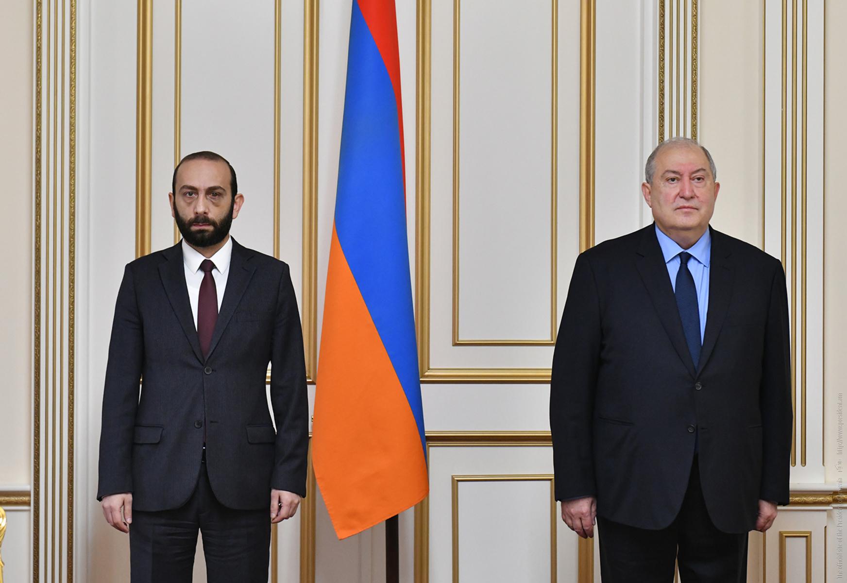 Photo of Հանրապետության նախագահ Արմեն Սարգսյանը հանդիպում է ունեցել ԱԺ նախագահ Արարատ Միրզոյանի հետ