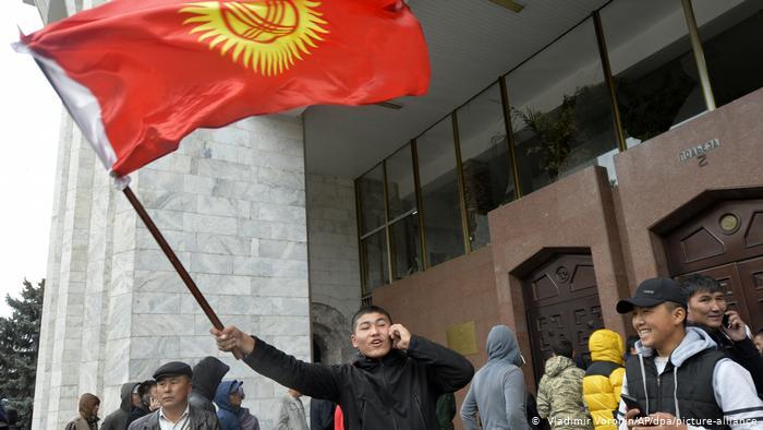 Photo of Чем отличаются протесты в Бишкеке и Минске, и при чем здесь РФ