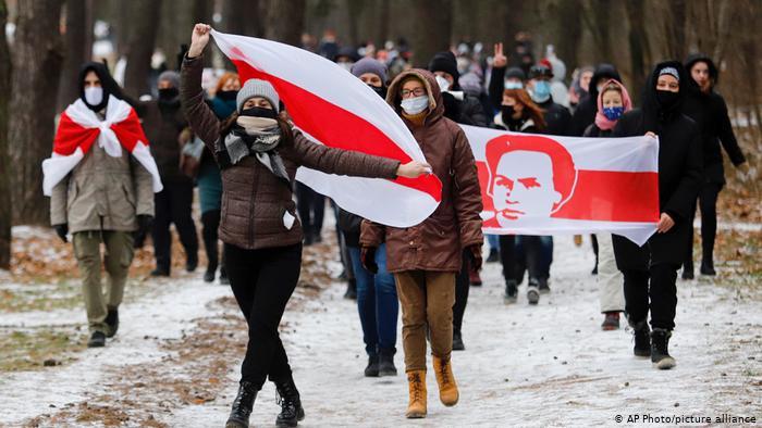 Photo of Протесты в Беларуси: в Минске начались задержания