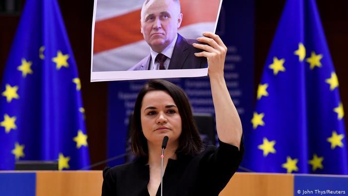 Photo of Премия Сахарова для оппозиции Беларуси вручена Светлане Тихановской