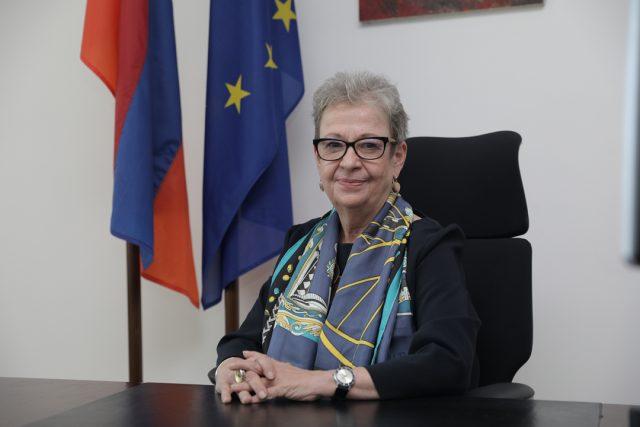 Photo of Делегация ЕС прилагает все усилия, чтобы поддержать Армению: новогоднее послание посла Викторин