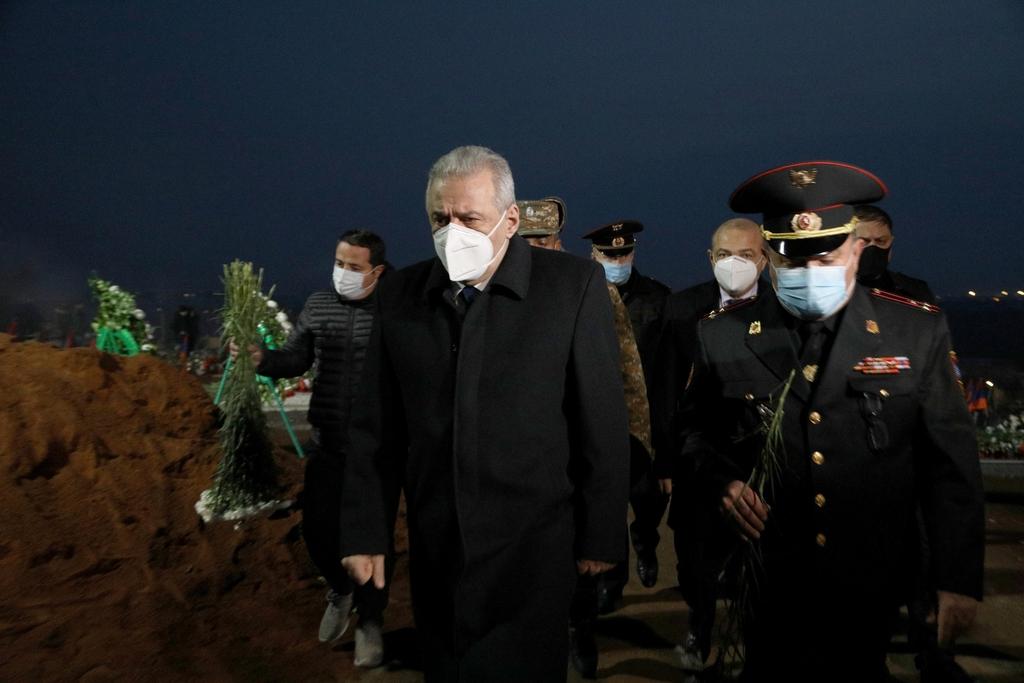 Photo of Министр обороны Армении посетил воинский пантеон «Ераблур»