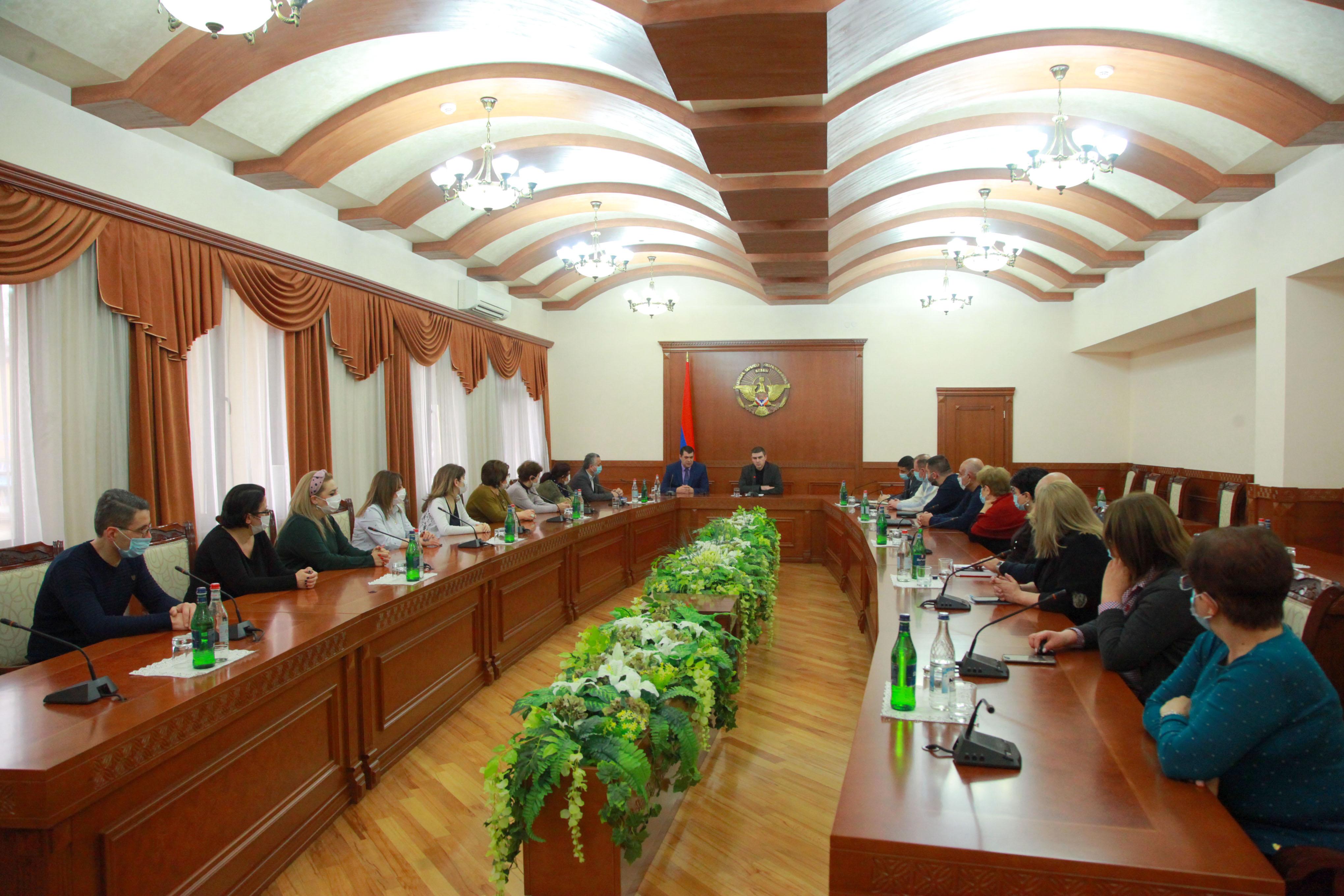Photo of Григорий Мартиросян представил новоназначенного министра здравоохранения Арцаха