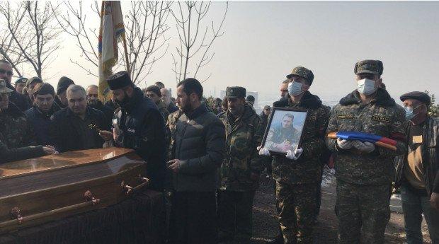 Photo of Եռաբլուրում կայացավ Արցախի հերոս Մենուա Հովհաննիսյանի հուղարկավորությունը. ներկա էր ԱՀ նախագահը