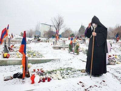 Photo of Благовоние и благословение бессмертной памяти наших детей-героев. Гарегин II посетил «Ераблур»