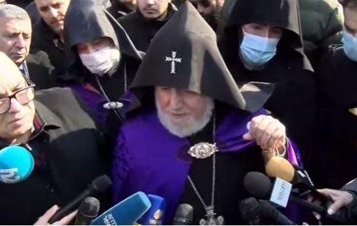 Photo of Եթե տեսակետն ի սեր ժողովրդի է, ուրեմն աստվածահաճո է. Կաթողիկոսը՝ վարչապետի հրաժարականի պահանջի մասին․ Տեսանյութ