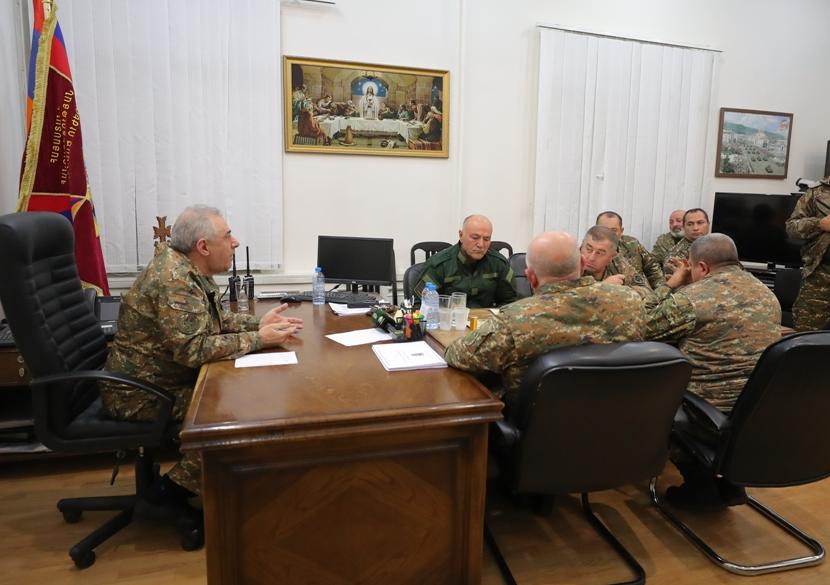 Photo of Министр обороны встретился с главами общин Сюникской области