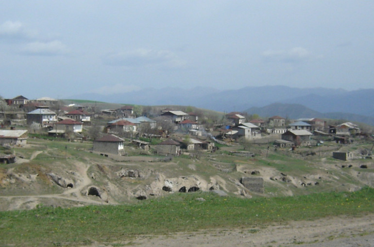 Photo of Ադրբեջանի ԶՈւ ներկայացուցիչները մոտեցել են Սյունիքի մարզի Տեղ համայնքի սահմանը հսկող հայկական ջոկատին և ասել՝ պետք է հետ գնաք, սա մեր տարածքն է․ Տեղի ղեկավարի մամուլի խոսնակ
