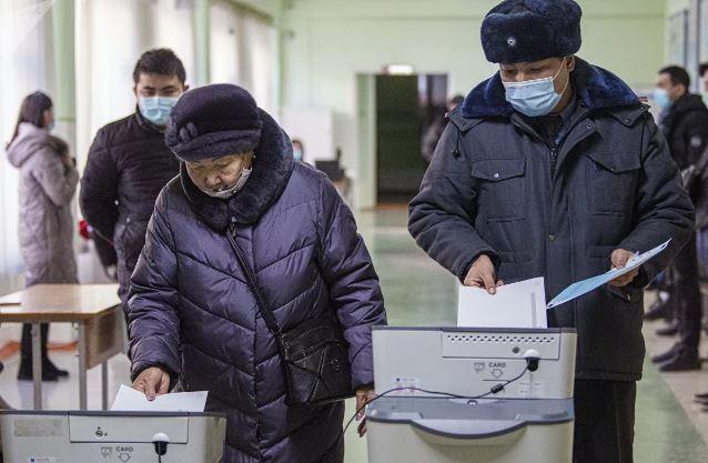 Photo of Референдум по выбору формы правления в Киргизии признали состоявшимся