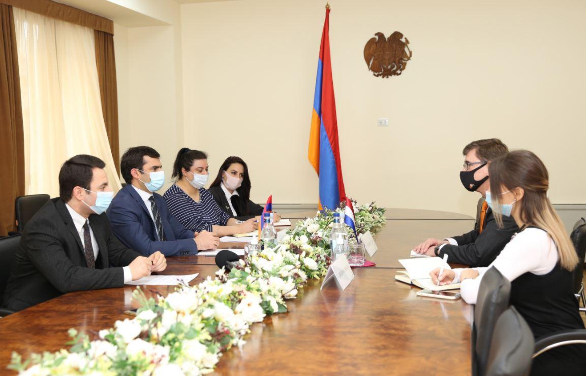 Photo of Аршакян представил послу Нидерландов достижения армянской технологической сферы за последние годы