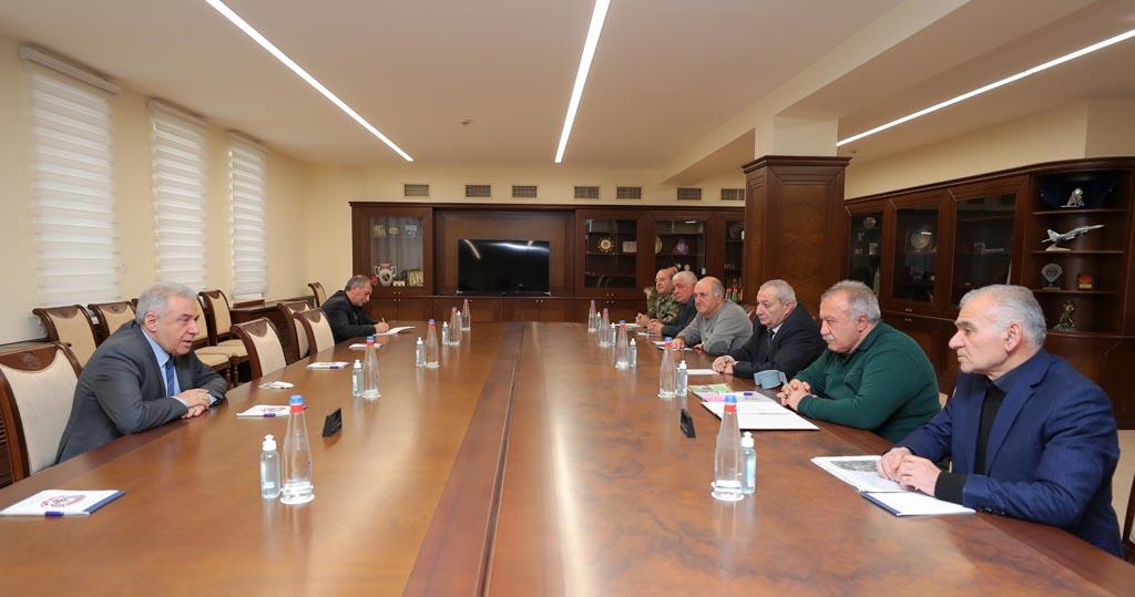Photo of ՀՀ պաշտպանության նախարարն ընդունել է ԵԿՄ վարչության անդամներին