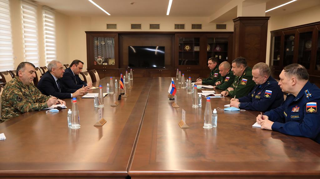 Photo of Делегация во главе с заместителем начальника ГШ ВС РФ проводит встречи в Ереване