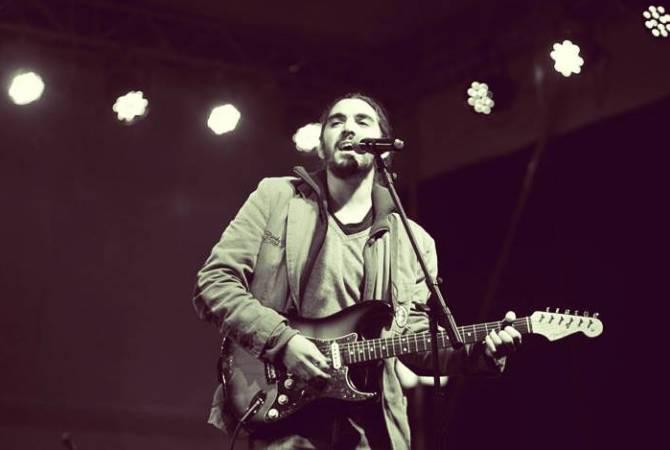 Photo of Սփյուռքահայ երգիչ Ափօ Սահակյանը հրապարակել է «Մարո» երգի՝ Գյումրիում նկարահանած հոլովակը