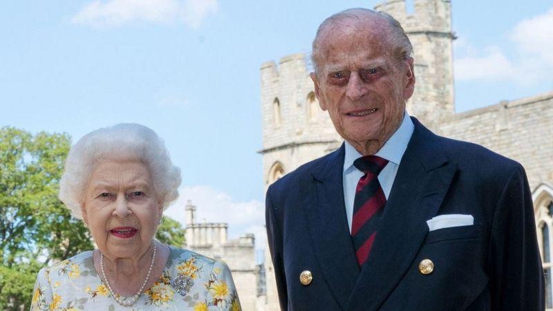 Photo of Елизавета II и ее супруг принц Филипп прошли первый этап вакцинации от коронавируса