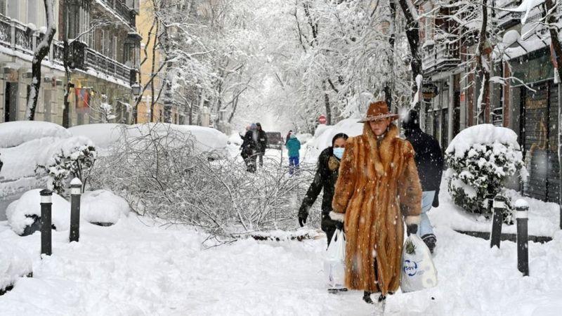 Photo of По Мадриду на лыжах: Испанию завалило снегом после шторма «Филомена»