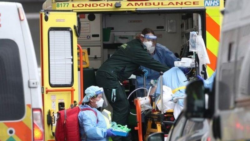 Photo of Коронавирус в мире: самый трудный период в Британии, экспертов ВОЗ пустят в Китай