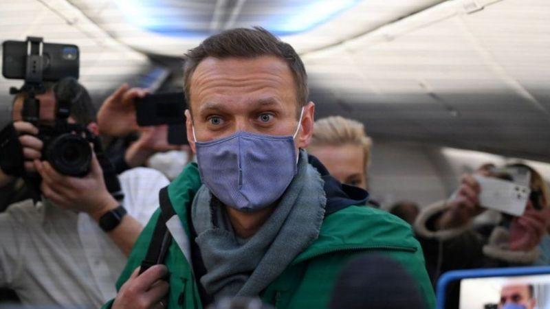 Photo of Навального задержали сразу после прибытия в Россию