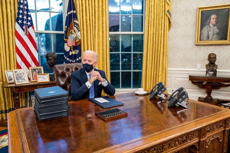 Photo of Овальный кабинет Байдена. Что сменилось после ухода Трампа помимо ковра