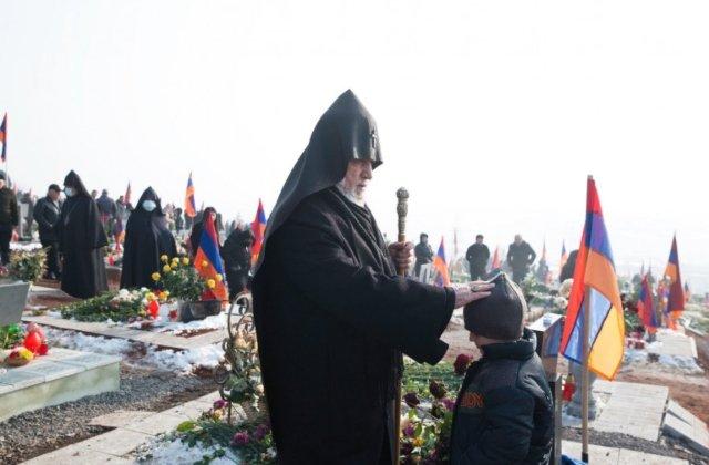 Photo of Католикос всех армян Гарегин II посетил военный пантеон «Ераблур»