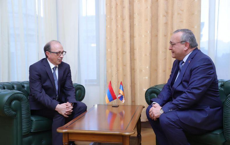 Photo of Հանդիպել են ՀՀ Արտաքին գործերի նախարարն ու ԱՀ Ազգային ժողովի նախագահը