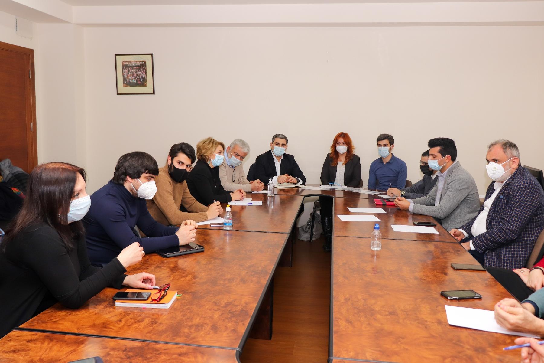 Photo of Առաքման նոր սակագներ գրահրատարակչության ոլորտում. ԿԳՄՍՆ-ում տեղի է ունեցել քննարկում