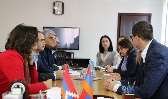 Photo of Մեսրոպ Առաքելյանը հանդիպել է Մանե Թանդիլյանի, Հայաստանից և Արցախից մի շարք պաշտոնատար անձանց հետ