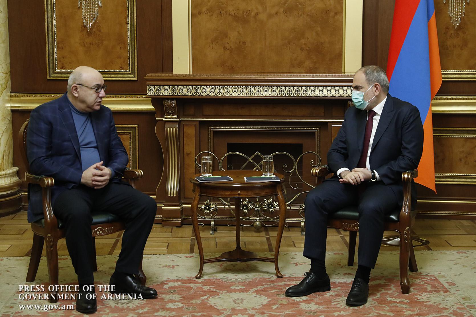 Photo of Пашинян с Арамом Саркисяном и Гургеном Арсеняном обсудил вопрос проведения внеочередных выборов