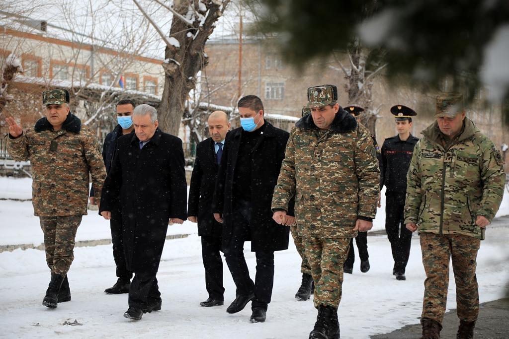 Photo of ՀՀ պաշտպանության նախարարը եղել է ԶՈՒ զորամասերից մեկում
