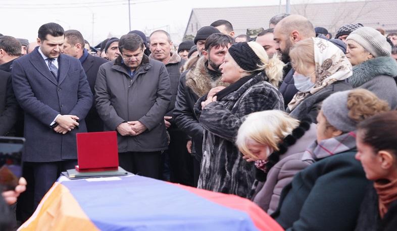 Photo of Արցախի նախագահն Արմավիրի մարզում ներկա է եղել պատերազմում զոհված Հակոբ Հարությունյանի հուղարկավորությանը