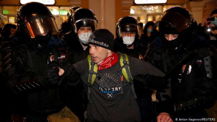 Photo of Протестующих в поддержку Навального задерживают у СИЗО «Матросская тишина»