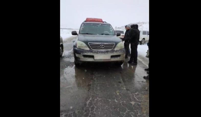 Photo of Սյունեցիները փակել են ճանապարհը Վազգեն Մանուկյանի և 17 կուսակցությունների անդամների առջև