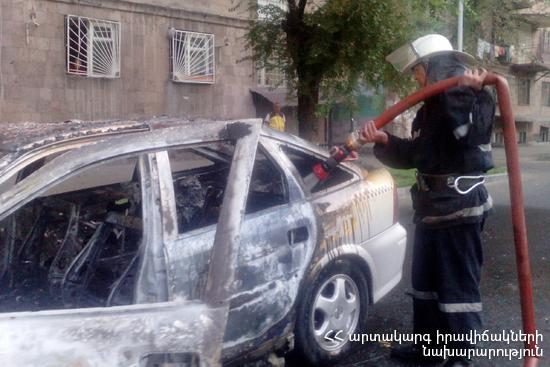 Photo of Հրշեջ-փրկարարները մարել են ավտոմեքենայում բռնկված հրդեհը