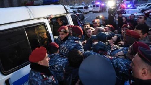 Photo of Հանրահավաք իրականացնելիս Ոստիկանության բաժին բերման է ենթարկվել 21 քաղաքացի