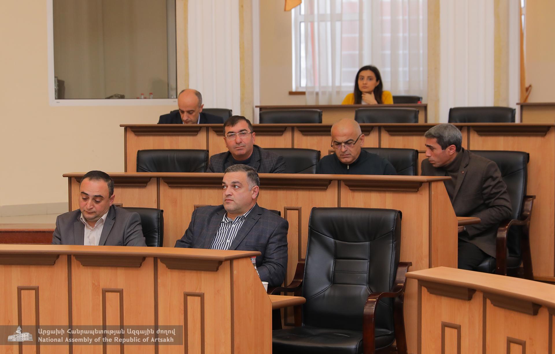 Photo of ԱԺ պետական-իրավական հարցերի և ֆինանսաբյուջետային ու տնտեսական կառավարման հարցերի մշտական հանձնաժողովների համատեղ նիստ