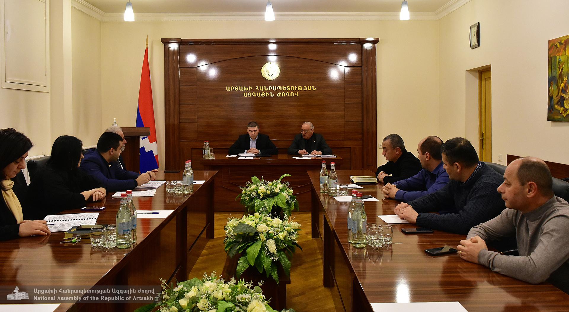 Photo of Արցախի Ազգային ժողովի խմբակցություններում ավարտվել են «ԱՀ 2021թ. պետական բյուջեի մասին» օրենքի նախագծի քննարկումները