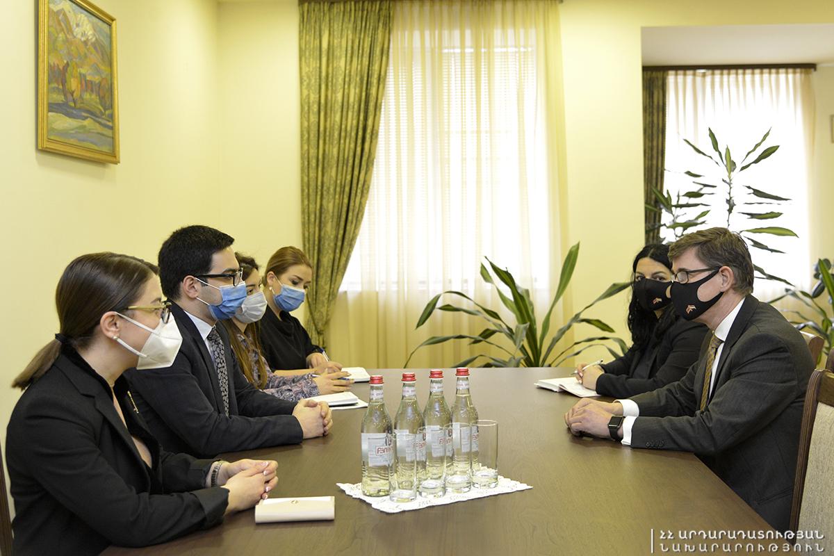Photo of Ռուստամ Բադասյանն ընդունել է Նիդերլանդների դեսպանին