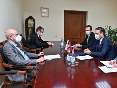 Photo of Омбудсмен РА и посол ФРГ обсудил вопрос армянских пленных, находящихся в Азербайджане