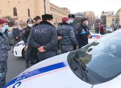 Photo of Автомобильное шествие неповиновения оппозиции завершилось на Площади Республики