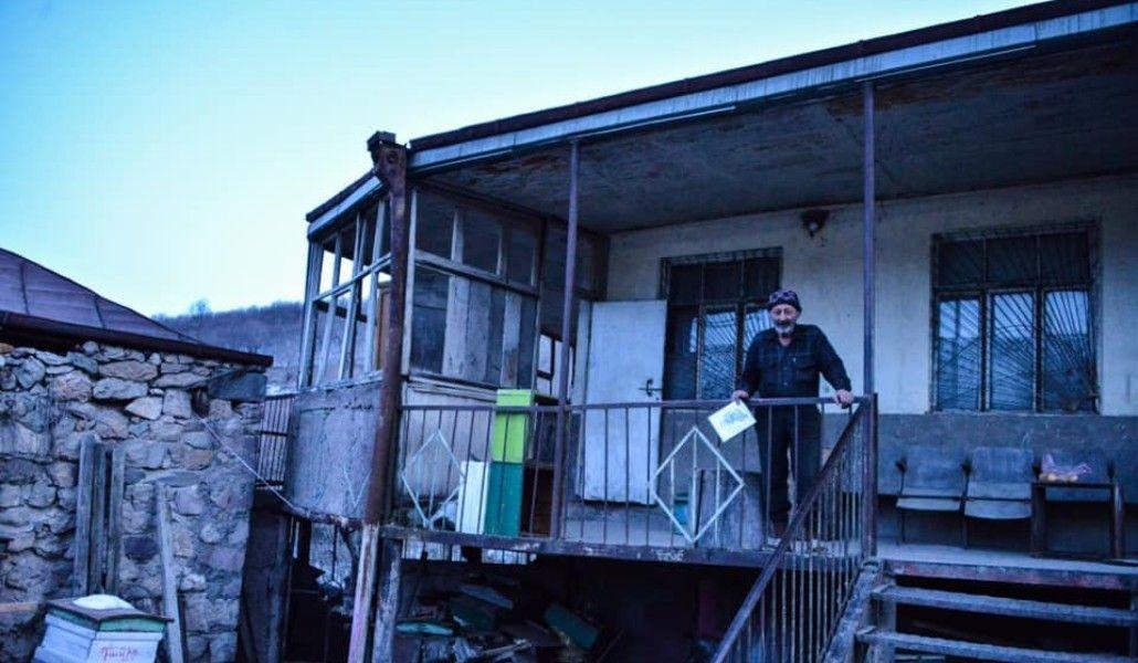 Photo of Շուռնուխ գյուղի բնակչին պատկանող անանաշենքը բաժանվել է 2 մասի` «ադրբեջանական» և «հայկական». ՄԻՊ