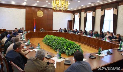 Photo of ԱՀ նախագահը ներկայացրել է Հանրապետությունում ստեղծված իրավիճակը և կառավարության անելիքները