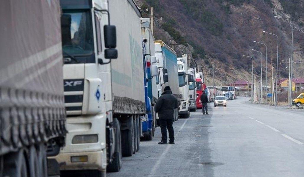 Photo of Ջերմուկում ձյուն է տեղում․ Լարսի ռուսական կողմում բեռնատարները կրկին կուտակվել են