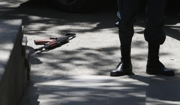 Photo of Նախկին ոստիկանն ինքնաձիգի փողն ուղղել է վիրավոր տղամարդու կրծքավանդակին և կրակել՝ համոզվելու համար, որ սպանվել է. Փաստինֆո