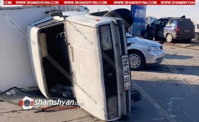 Photo of Խոշոր ավտովթար Երևանում. Թբիլիսյան խճուղում բախվել են Opel Zafira-ն ու ВАЗ 2345-ը. վերջինս կողաշրջվել է, Opel-ն էլ բախվել է գովազդային վահանակին