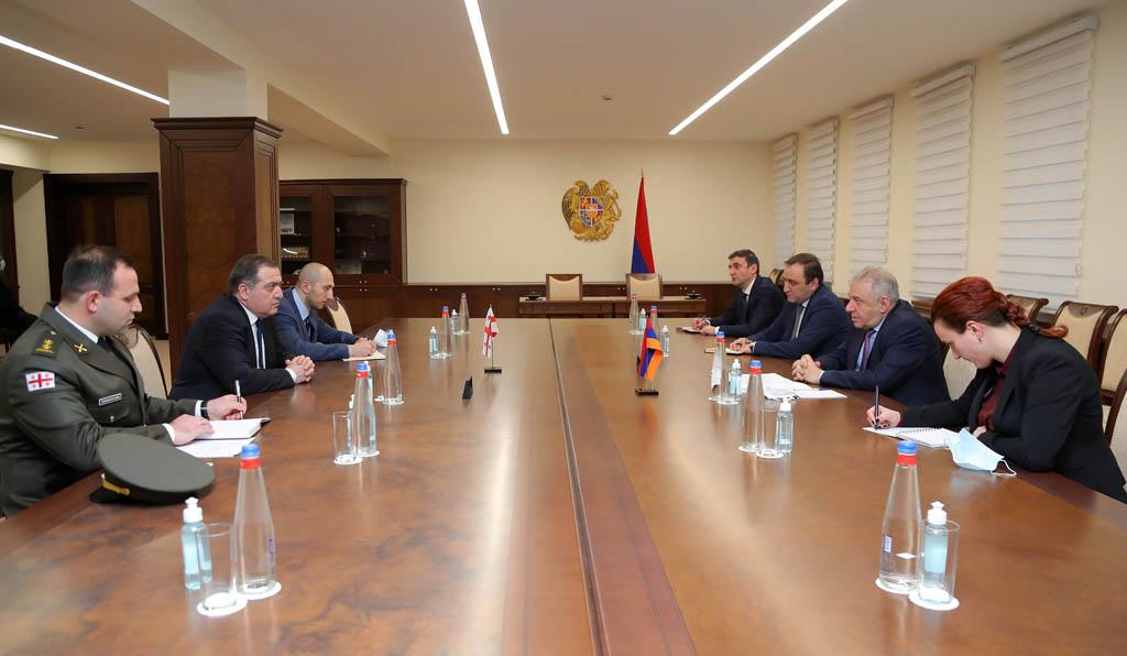 Photo of Պաշտպանության նախարարն ընդունել է Հայաստանում Վրաստանի դեսպանին